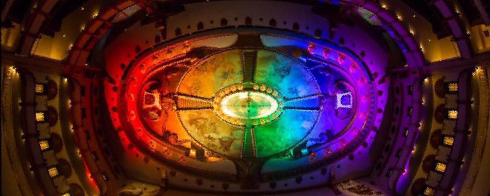 Teatro Esperanza Iris, diverso